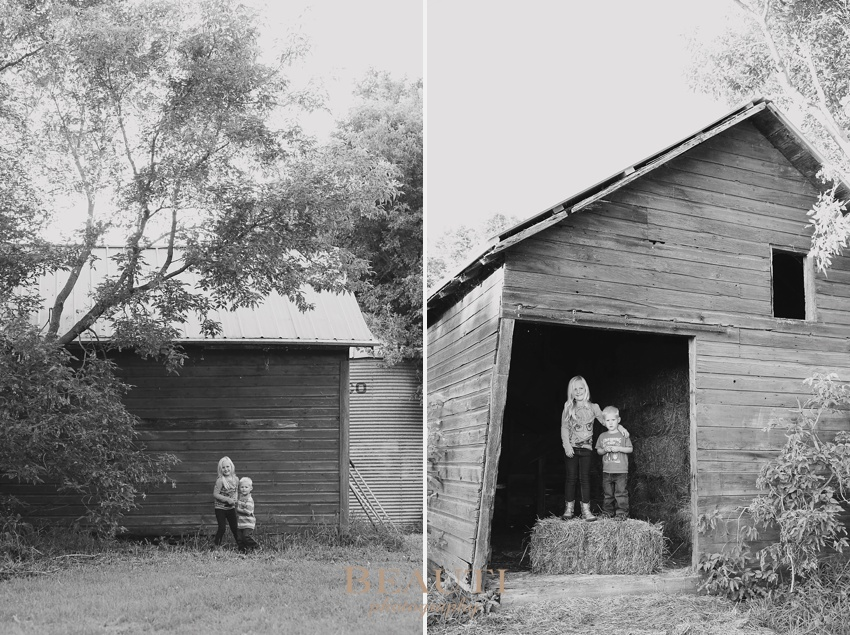 Midale SK family lifestyle portrait photography family farm outdoor lifestyle photographer children playing photo