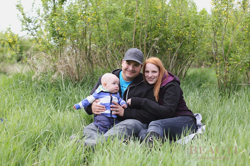 Tribune Saskatchewan family lifestyle portrait photographer outdoor lifestyle photography 6 month old baby boy family portraits spring photo