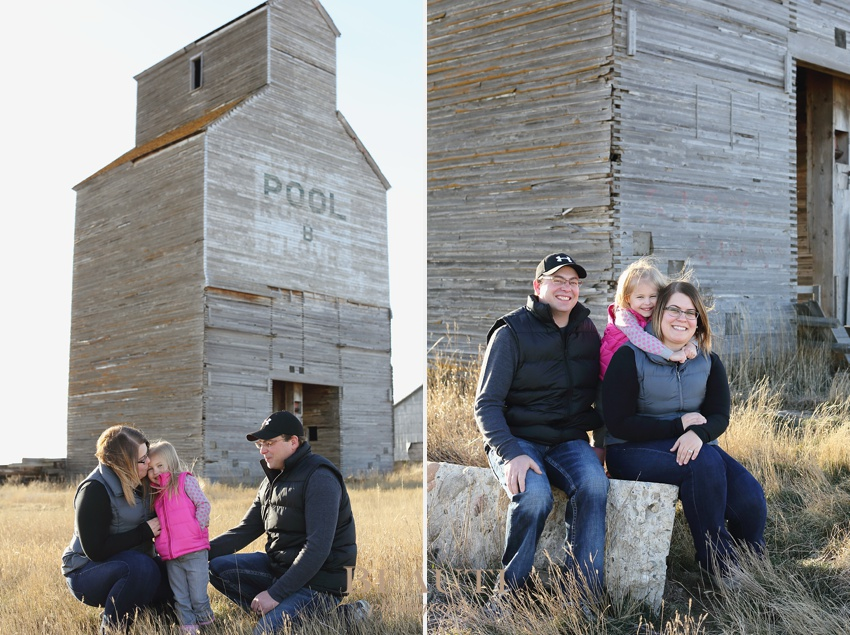 Tribune Saskatchewan lifestyle photographer outdoor children photography rustic old elevator outdoor farm family lifestyle photography beautiful family photo