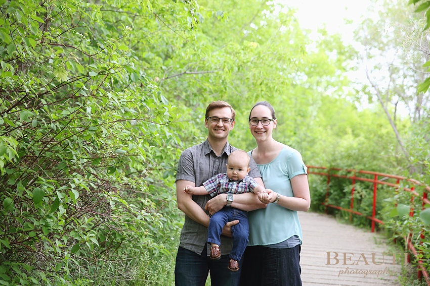 BEAUTI photography Saskatoon family lifestyle portrait photography Saskatchewan family photographer children love happiness Saskatoon Forestry Farm outdoor lifestyle photography Mendel Art Gallery family summer photo