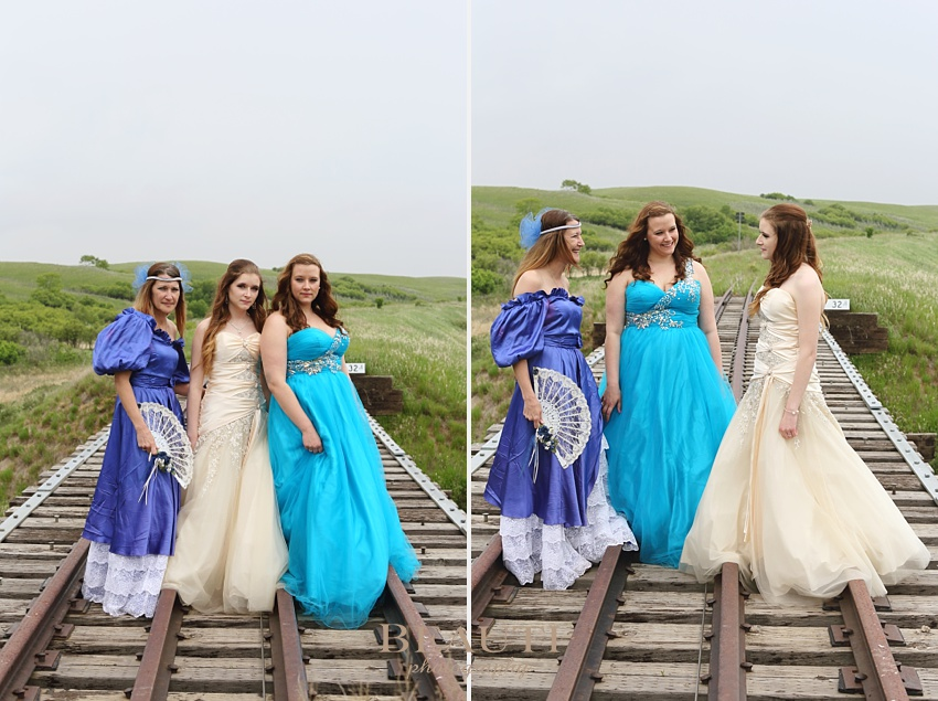 Weyburn graduation photography outdoor lifestyle photography Tribune Saskatchewan photographer abandoned railroad tracks Brooking prairie setting gorgeous graduate portraits mother and her daughters grad gown photo