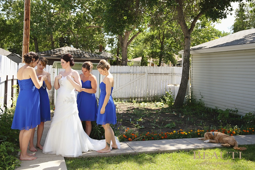 Regina Saskatchewan wedding photography Saskatchewan wedding photographer outdoor bridal prep bride and bridesmaids photo