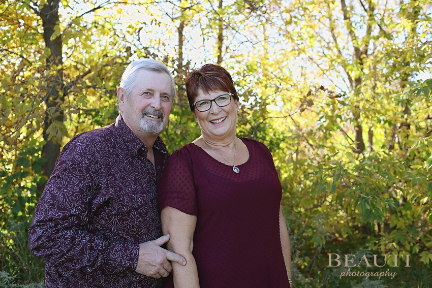 BEAUTI photography Tribune Saskatchewan outdoor family portrait photographer extended family portrait photography Woodlawn Regional Park Estevan family photographer 40 years married couple photo