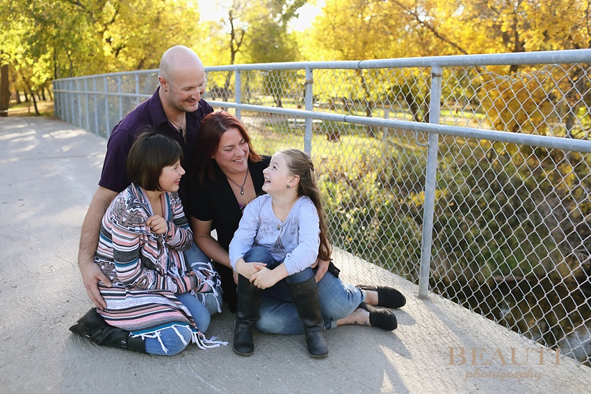 BEAUTI photography Tribune Saskatchewan outdoor family portrait photographer extended family portrait photography Woodlawn Regional Park Estevan family photographer beautiful vibrant fall colors fall leaves photo