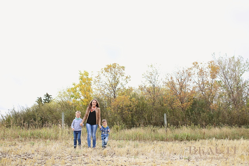 BEAUTI photography Tribune Saskatchewan family lifestyle photographer outdoor family portraits lifestyle photographer farm photography family walking mom and sons photos