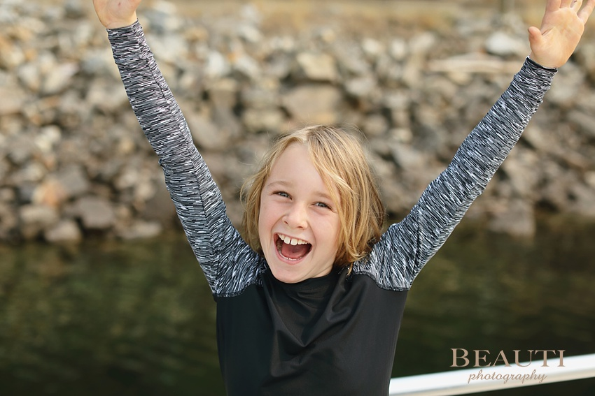 BEAUTI photography fall road trip British Columbia Shuswap house boating lake life friends getaway travel adventure Waterway Vacations beautiful scenery landscape photography excited boy photo