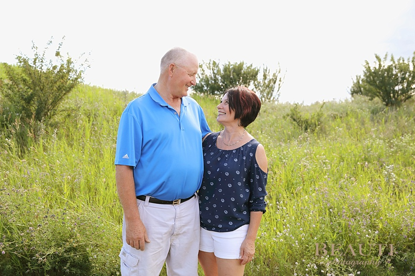 BEAUTI photography Mainprize Lake extended family session outdoor lifestyle photography husband and wife grandparents photo