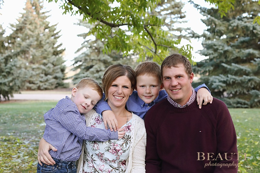 BEAUTI photography Tribune family photography outdoor lifestyle photography farm family photo